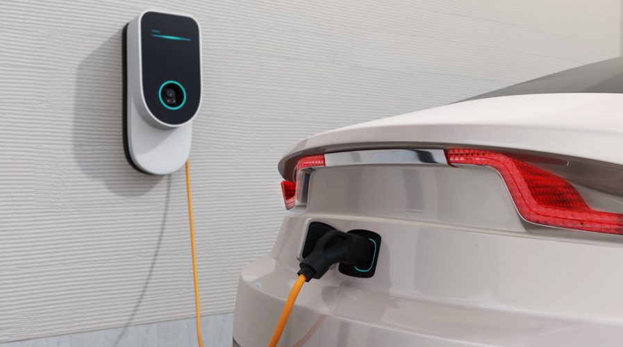 Who tops the chart with electric cars in 2021?